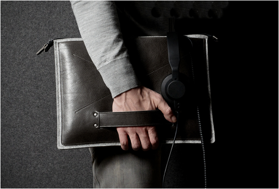 grab-laptop-folio-by-hard-graft