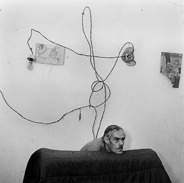 Head-below-wires-1999