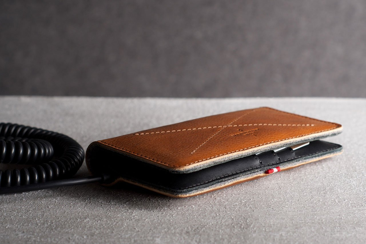 hard-graft-mighty-phone-fold-wallet-1