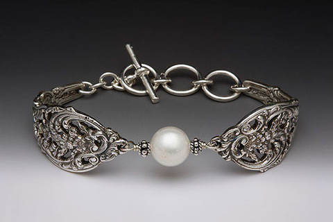 english-lace-pearl-bracelet_3_large