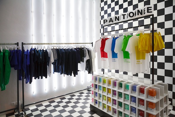 Pantone-Shop01
