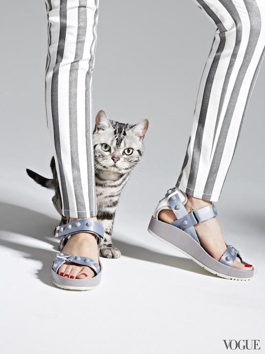 Le-Fashion-Blog-Cats-And-Flats-Balenciaga-Studded-Flat-Leather-Sandal-Via-Vogue