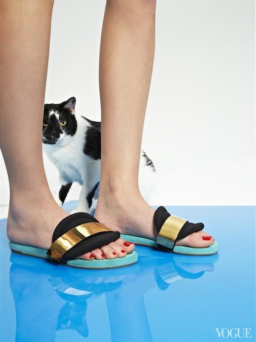 Le-Fashion-Blog-Cats-And-Flats-Chloe-Metal-Detailed-Slide-Sandals-Via-Vogue