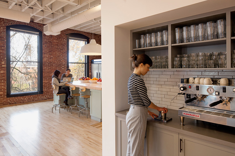 airbnb-portland-office-customer-experience-space-08