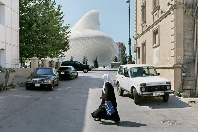 iwan-baan-heydar-aliyev-cultural-center-9