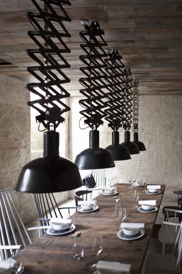 Host-Restaurant-5