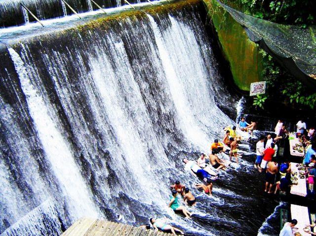 Villa-Escudero-Waterfalls-Restaurant-2