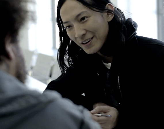 alexander-wang-with-samsung-galaxy-note-ii-video-01