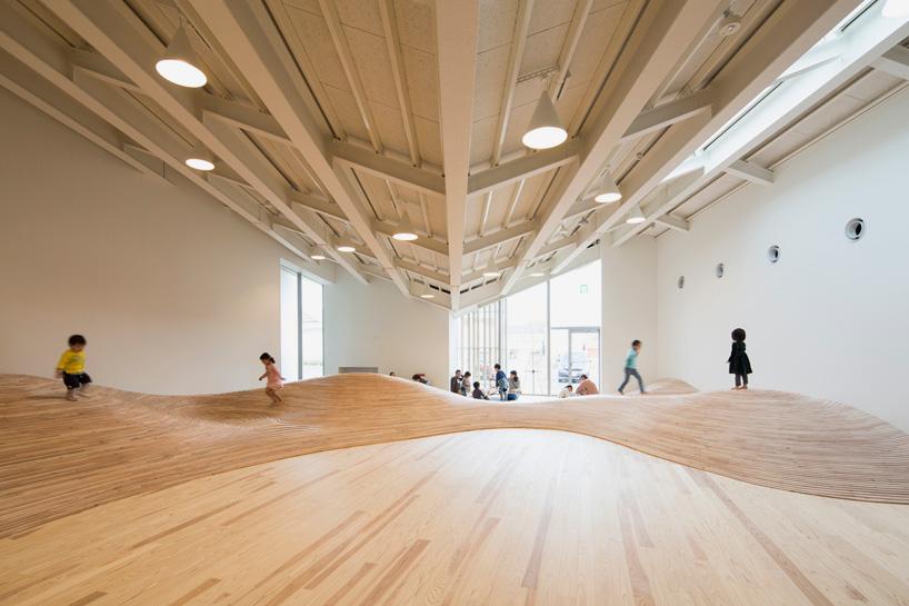 kengo-kuma-community-center-towada-city-plaza-aomori-designboom-01