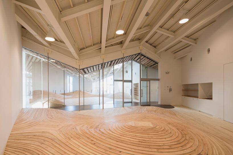 kengo-kuma-community-center-towada-city-plaza-aomori-designboom-02