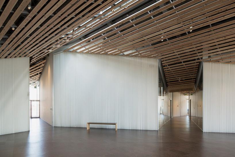 kengo-kuma-community-center-towada-city-plaza-aomori-designboom-04