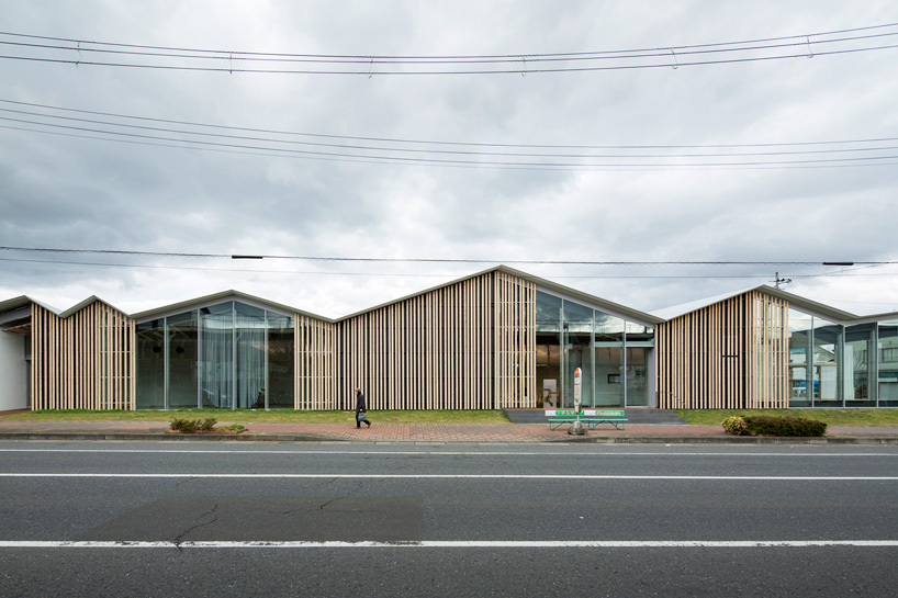 kengo-kuma-community-center-towada-city-plaza-aomori-designboom-06